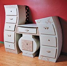 comment choisir ou fabriquer ses meubles en carton. Black Bedroom Furniture Sets. Home Design Ideas