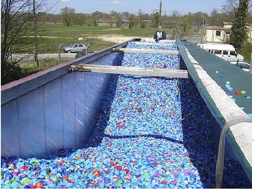 recyclage-bouchons-plastique-benne.JPG