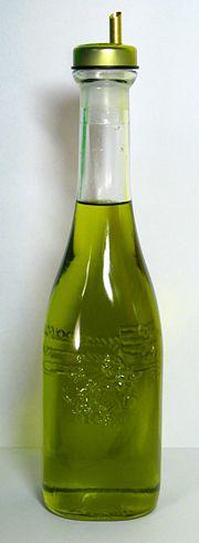 180px-Italian_olive_oil_2007.jpg