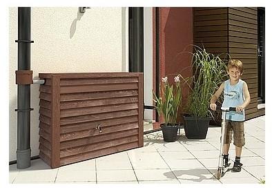 la r cup ration d 39 eau de pluie pour arroser le jardin l. Black Bedroom Furniture Sets. Home Design Ideas
