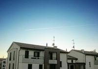 avions au-dessus maisons